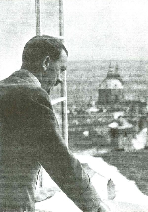 Němci v ulicích, Hitler na Hradě. VZPOMÍNKY PAMĚTNÍKŮ na okupaci 15. března 1939 48539410