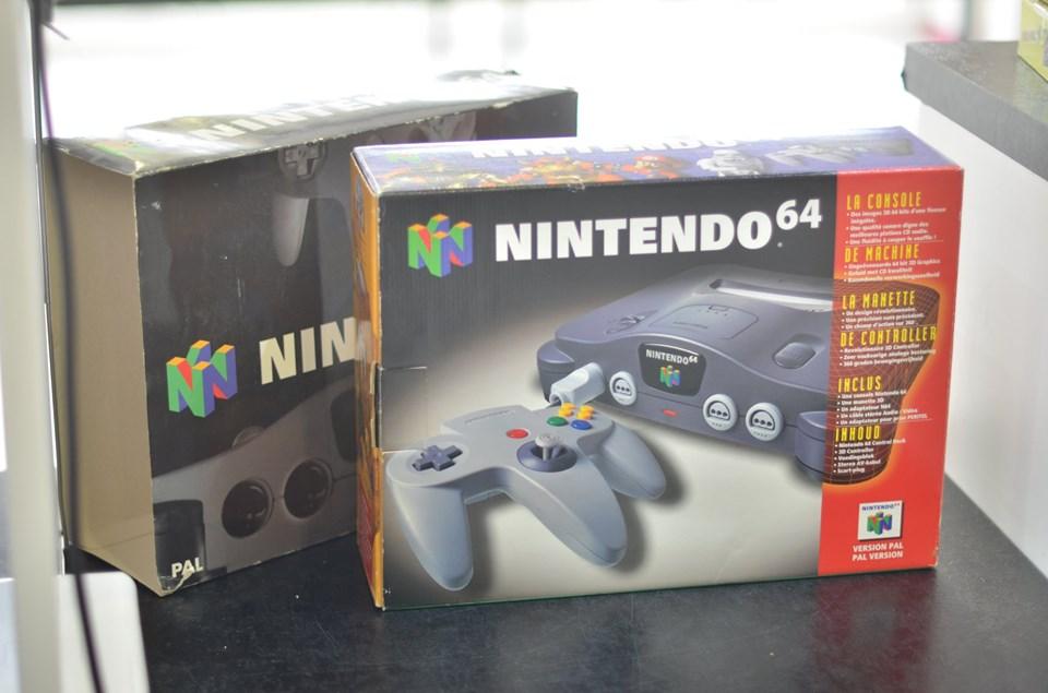 (est) N64 fourreau noir N6410
