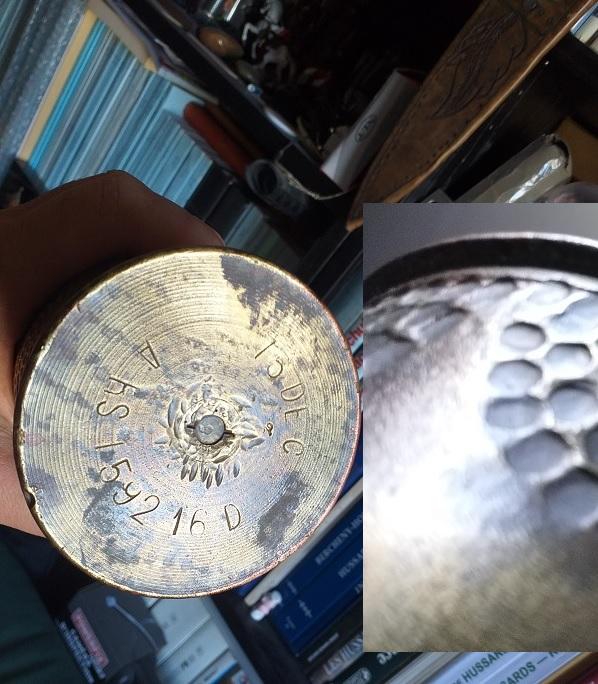 Douille d'obus sculptée par un poilu lors de la 1ère guerre mondiale Douill11