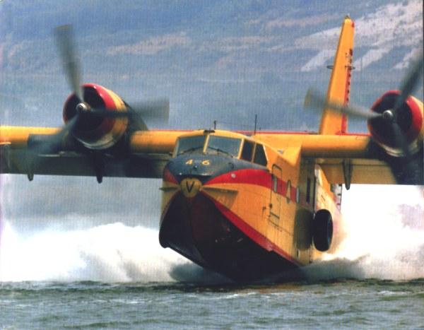 Avions 1/72 - Page 2 Canada13