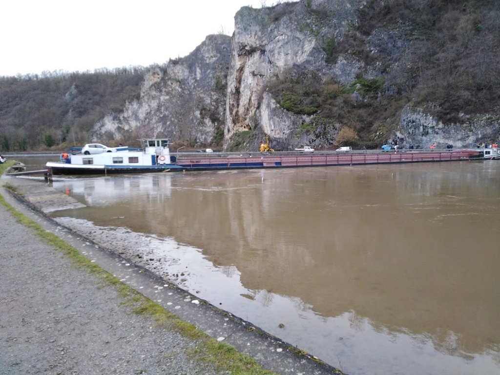 Anseremme (Dinant) - Page 22 Boat110