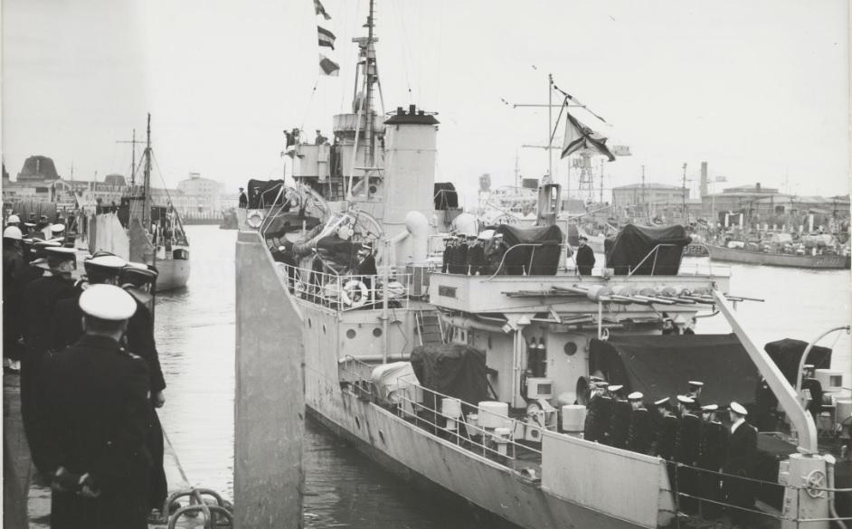 M/F 905 De Moor (ex HMS Rosario) - Page 5 De_moo10