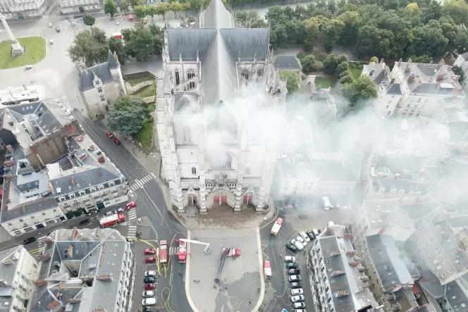La cathédrale de Nantes est en feux !!! Nantes10