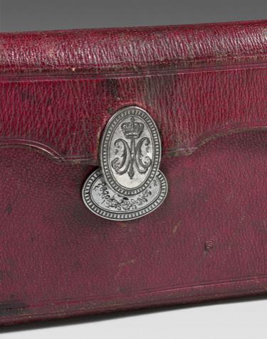 Portefeuilles aux armes de Marie-Antoinette, dauphine. 0088be10