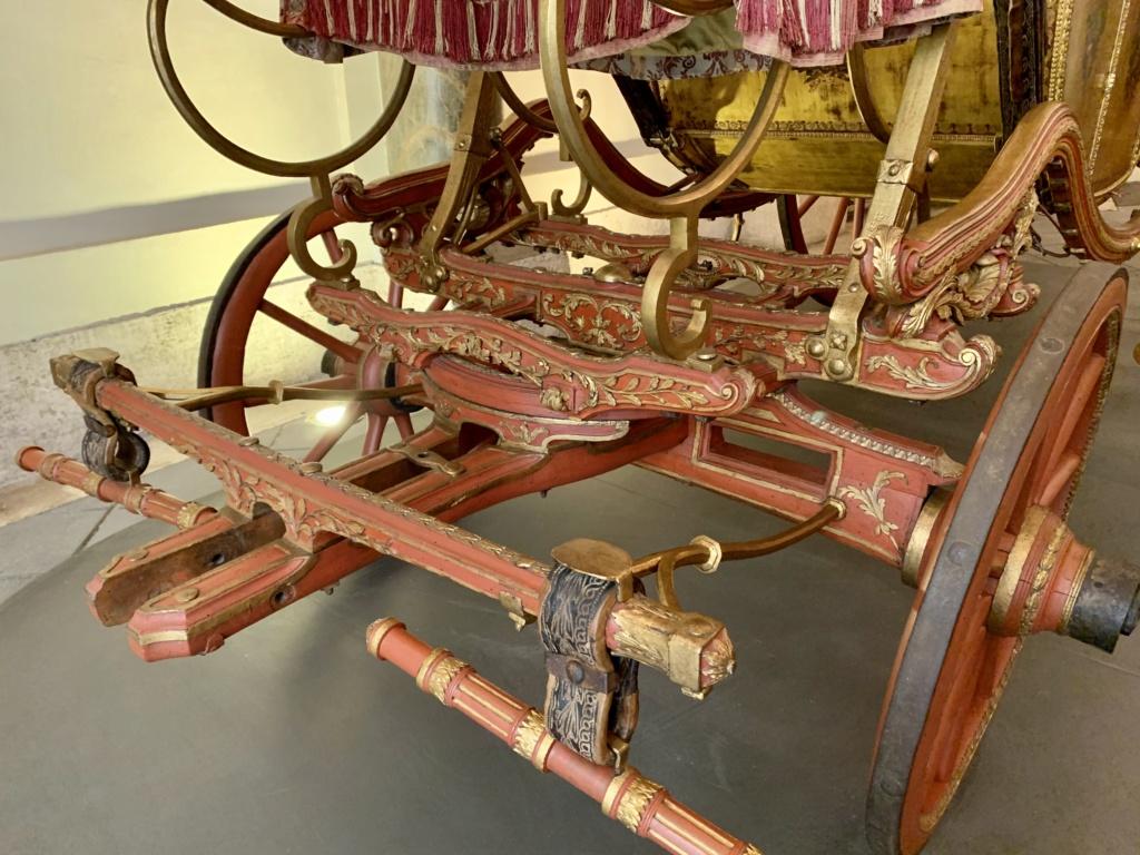 Les véhicules du XVIIIe siècle : carrosses, berlines, calèches, landaus, cabriolets etc. - Page 2 065b8110