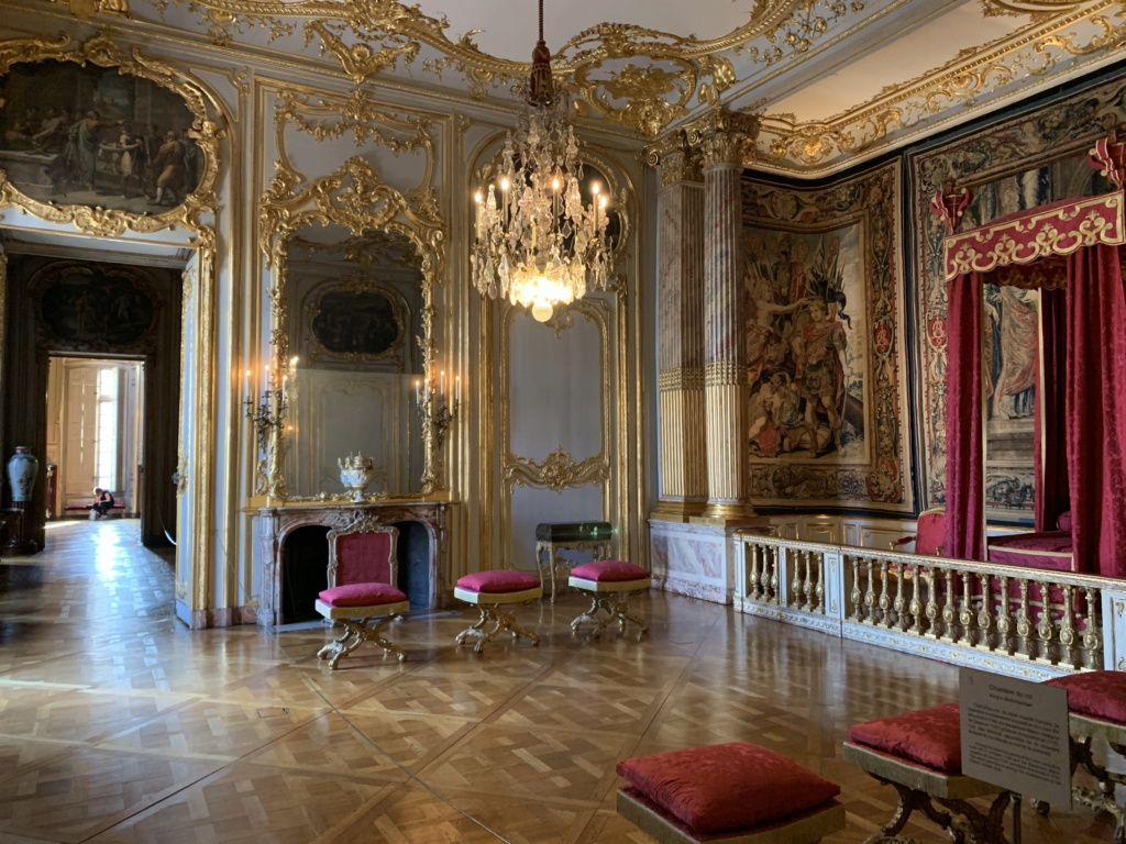 Vase offert au roi et à la reine / manufacture Joseph Hannong à Strasbourg  09a72810