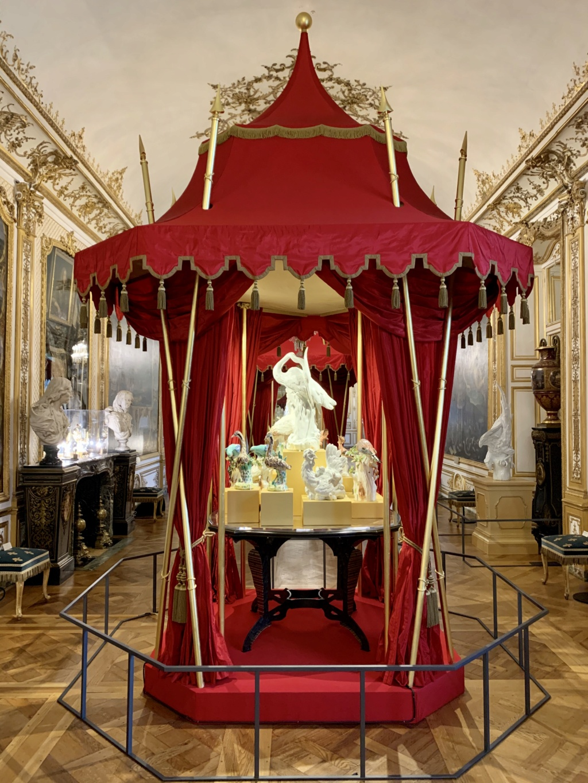 """Chantilly : Exposition """"La fabrique de l'extravagance"""", porcelaines de Meissen et de Chantilly  0c4f2510"""