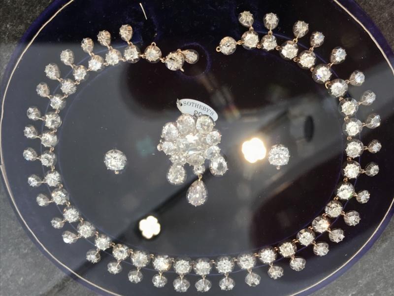 Bijoux de Marie-Antoinette : perles et diamants des Bourbon-Parme - Page 3 2f28ac10