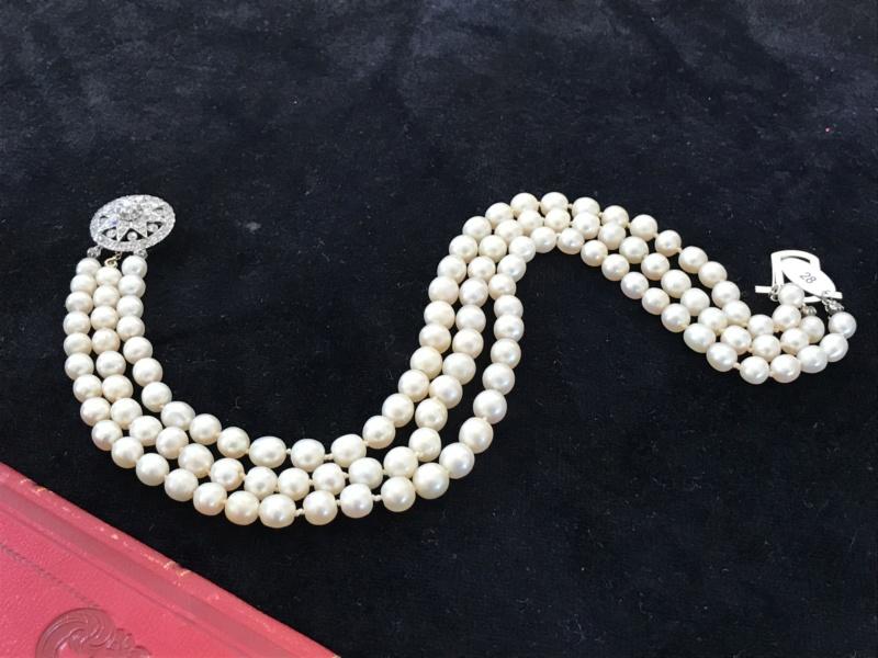 Bijoux de Marie-Antoinette : perles et diamants des Bourbon-Parme - Page 3 30aef710