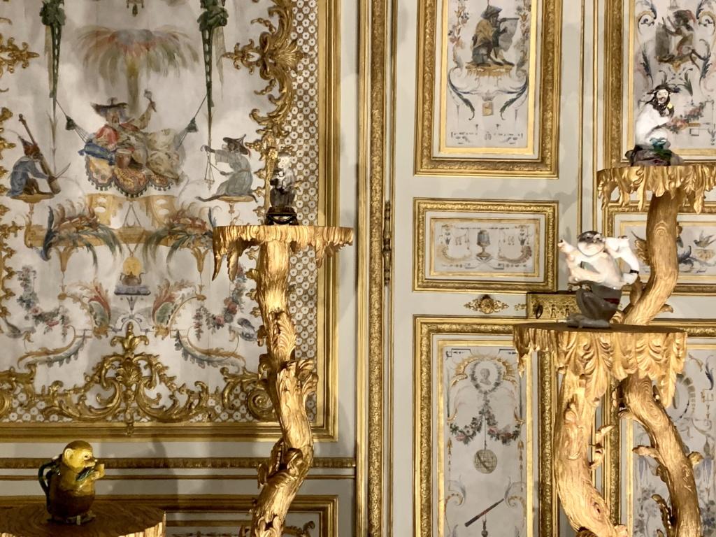 """Chantilly : Exposition """"La fabrique de l'extravagance"""", porcelaines de Meissen et de Chantilly  43ccca10"""