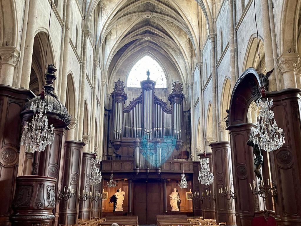 Mobilier royal à l'église St Jacques de Compiègne  61b8a110