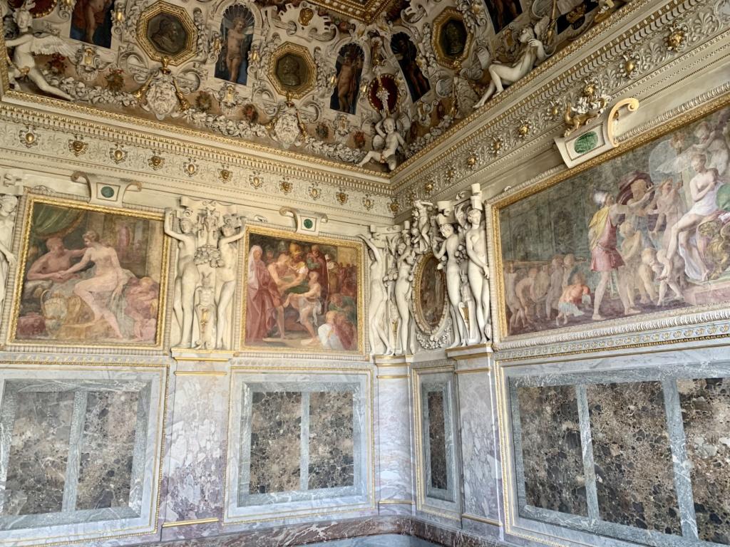 Fontainebleau, les appartements royaux - Page 2 650d7210