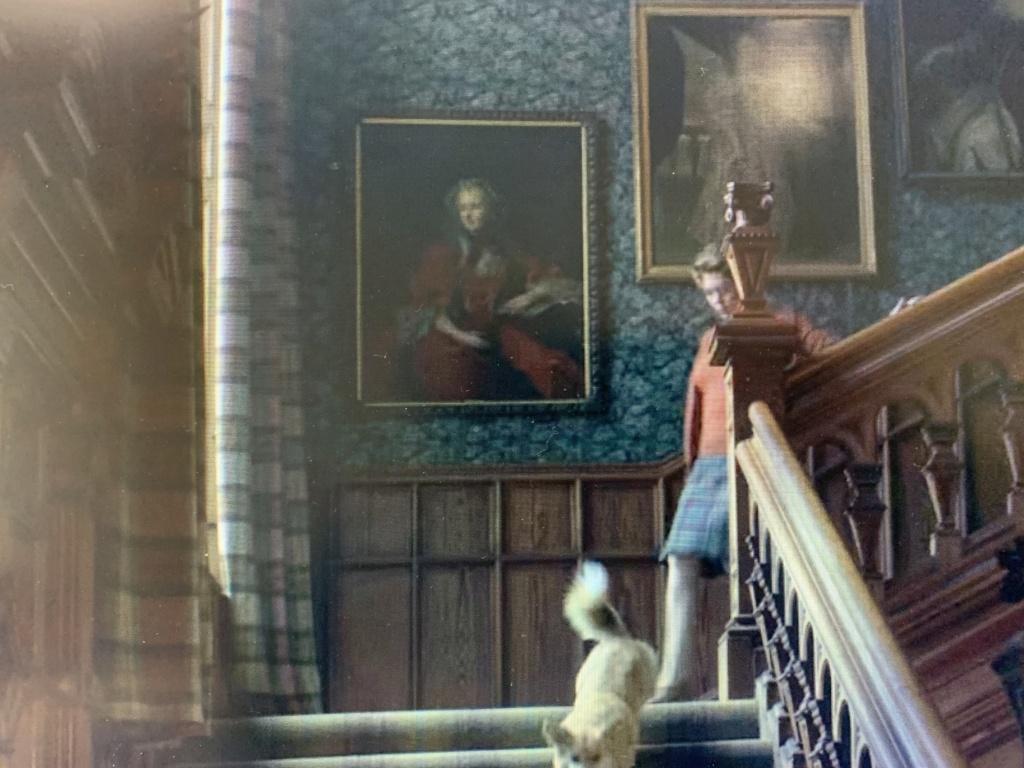 Série The Crown : le règne de la reine Elisabeth II - Page 5 667ef510