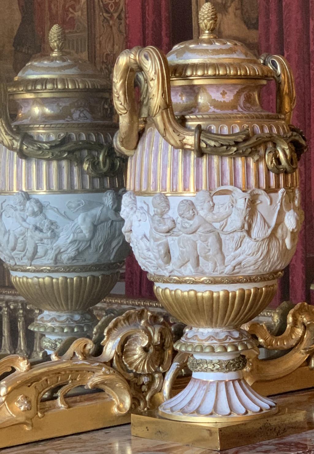 Vase offert au roi et à la reine / manufacture Joseph Hannong à Strasbourg  733d6d10