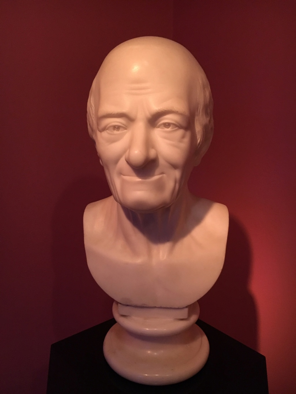 Catherine II  achète la bibliothèque de Voltaire 7f6a4710