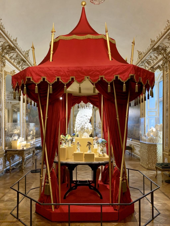 """Chantilly : Exposition """"La fabrique de l'extravagance"""", porcelaines de Meissen et de Chantilly  80238810"""