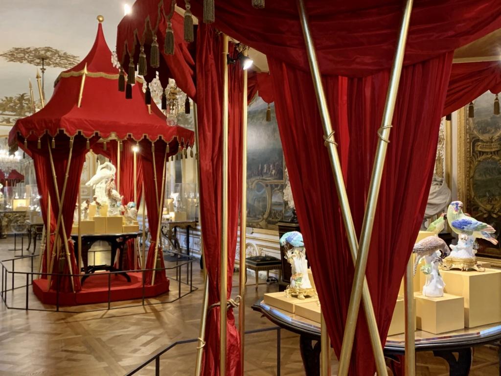 """Chantilly : Exposition """"La fabrique de l'extravagance"""", porcelaines de Meissen et de Chantilly  83d51a10"""