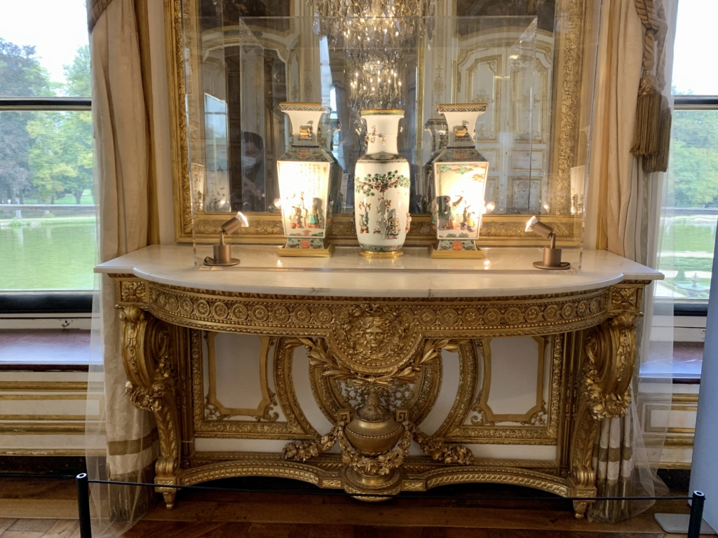 """Chantilly : Exposition """"La fabrique de l'extravagance"""", porcelaines de Meissen et de Chantilly  852f2e10"""