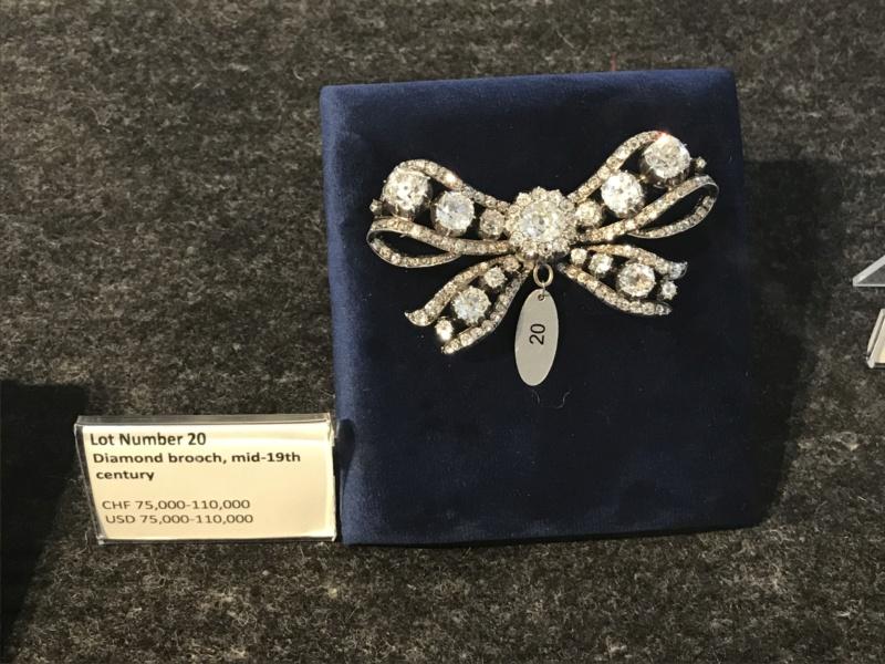Bijoux de Marie-Antoinette : perles et diamants des Bourbon-Parme - Page 3 942c0f10