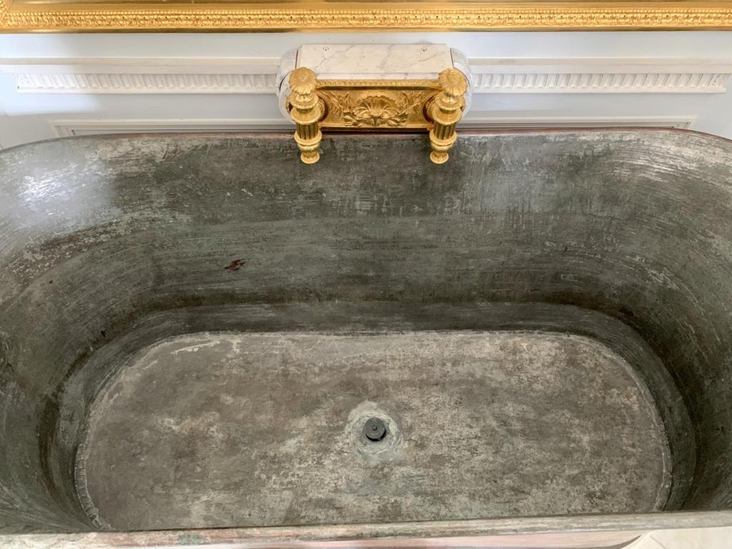 Les salles-de-bains de Marie-Antoinette à Versailles - Page 3 A0b41c10