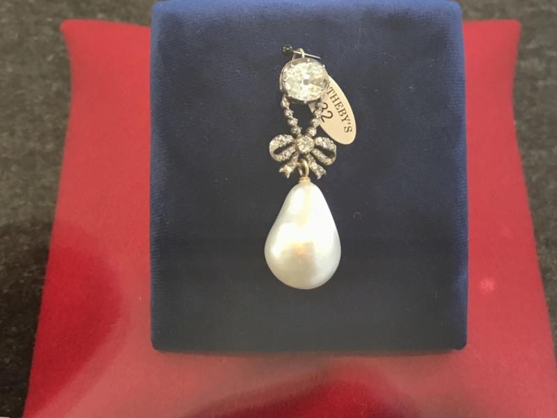 Bijoux de Marie-Antoinette : perles et diamants des Bourbon-Parme - Page 3 A5e42010