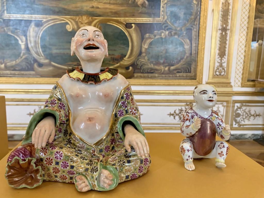 """Chantilly : Exposition """"La fabrique de l'extravagance"""", porcelaines de Meissen et de Chantilly  A654a010"""