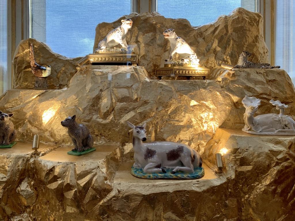 """Chantilly : Exposition """"La fabrique de l'extravagance"""", porcelaines de Meissen et de Chantilly  Abe56410"""