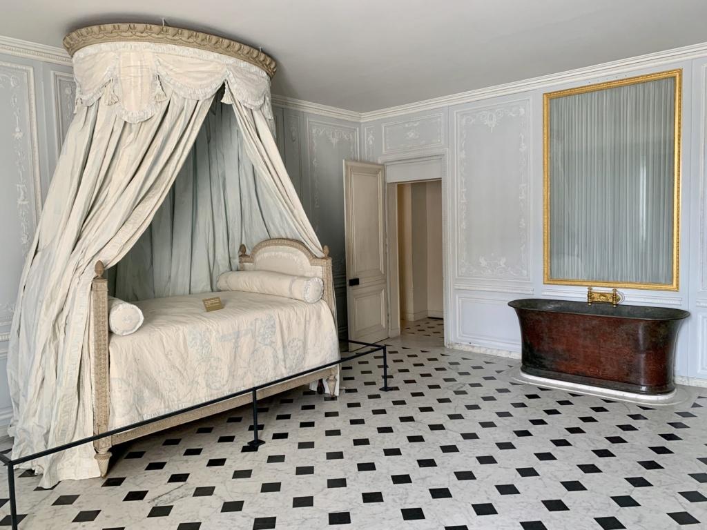 Les salles-de-bains de Marie-Antoinette à Versailles - Page 3 B1800310