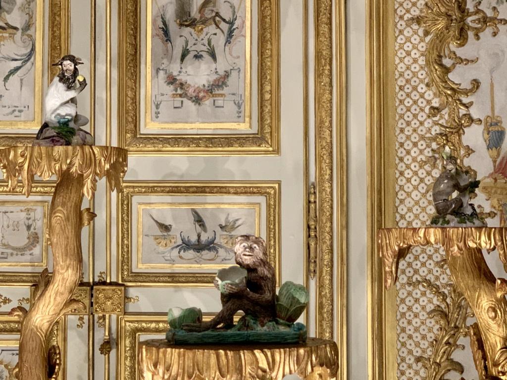 """Chantilly : Exposition """"La fabrique de l'extravagance"""", porcelaines de Meissen et de Chantilly  B3139e10"""