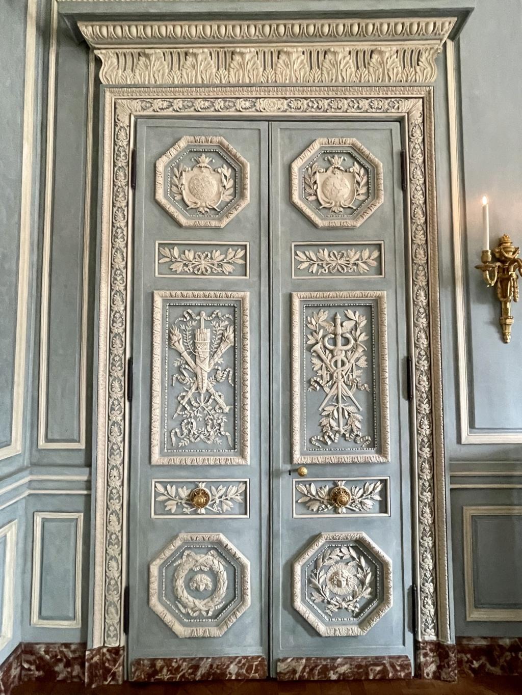 Le Garde-Meuble de la Couronne, actuel Hôtel de la Marine - Page 4 Bce4a410