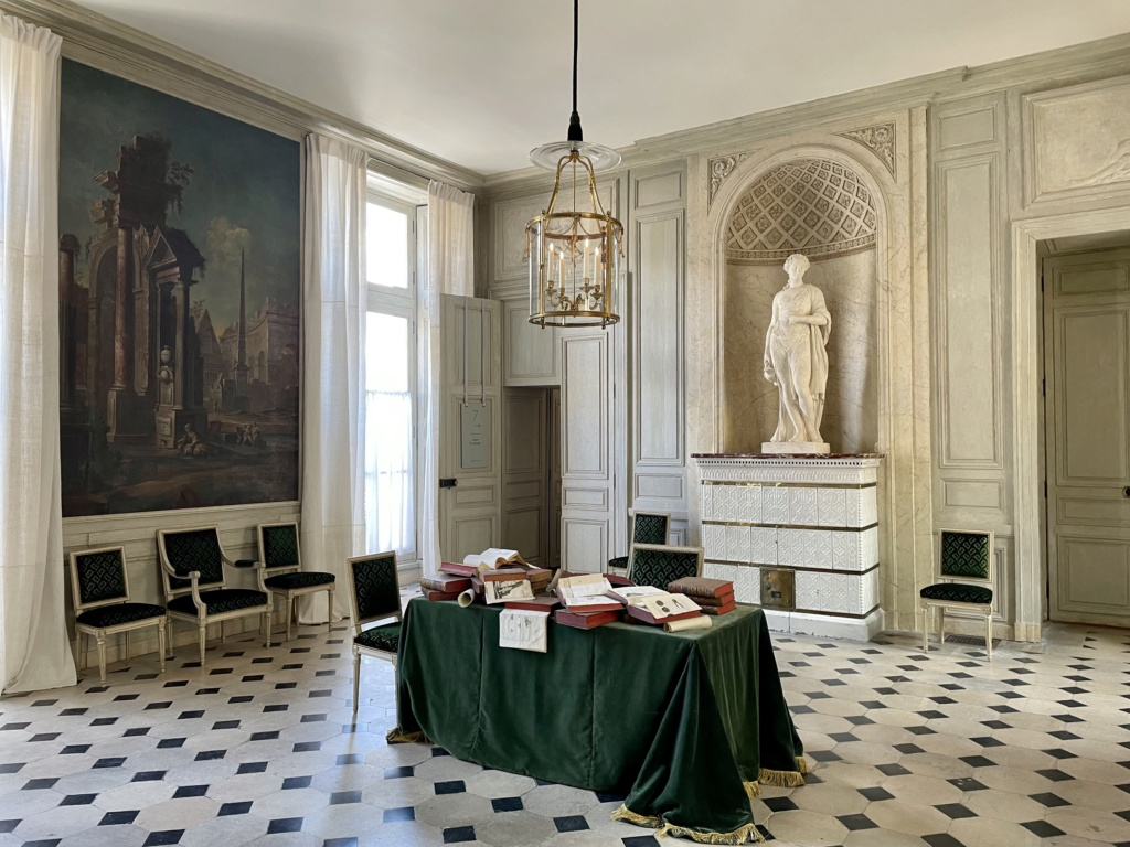 Le Garde-Meuble de la Couronne, actuel Hôtel de la Marine - Page 4 C9c8ef10