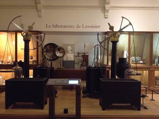 Les petits cabinets scientifiques et ateliers de Louis XVI à Versailles Ccc8e010