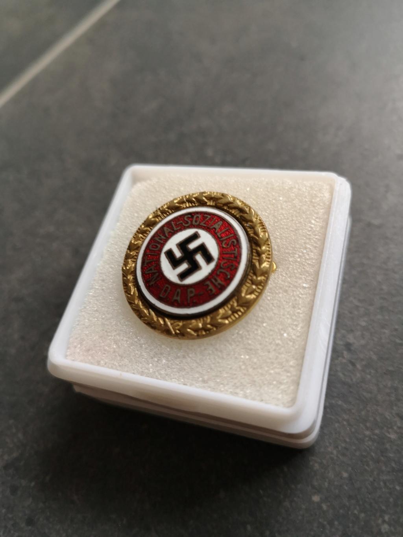 La première de 2019...un badge du parti en or Img_2022