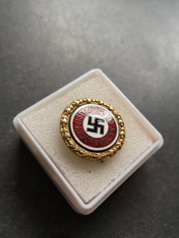 La première de 2019...un badge du parti en or Img_2025