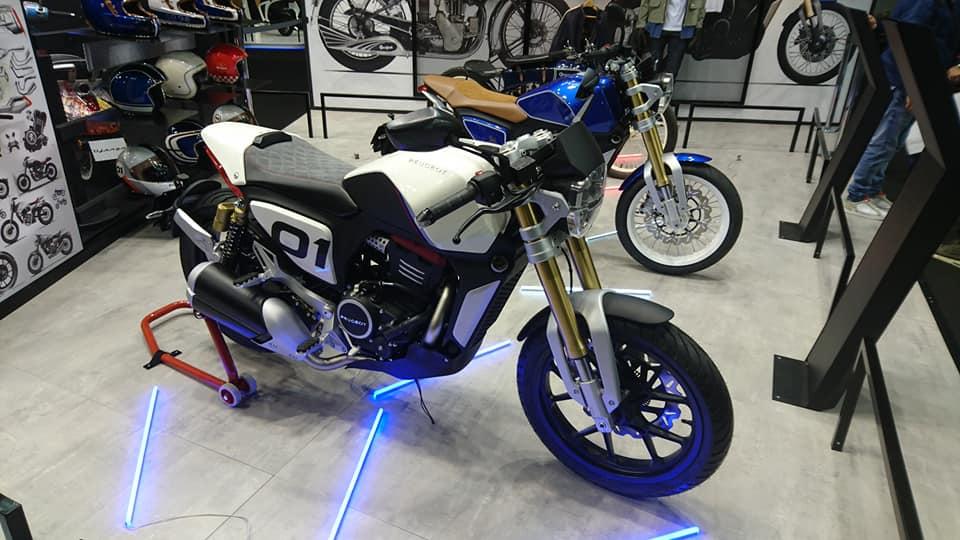 Salon de la moto a Paris 43303710