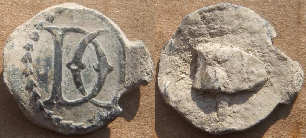 Plomb ancien à identifier s.v.p (lettres D et C entremêlées). Plomb_11