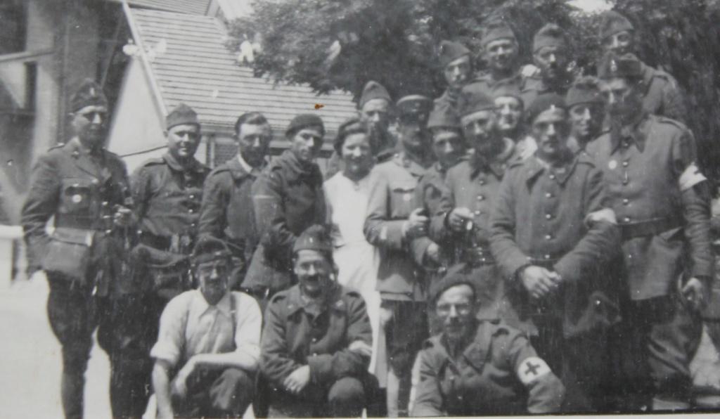 2 photos groupe de soldats à identifer Img_6013