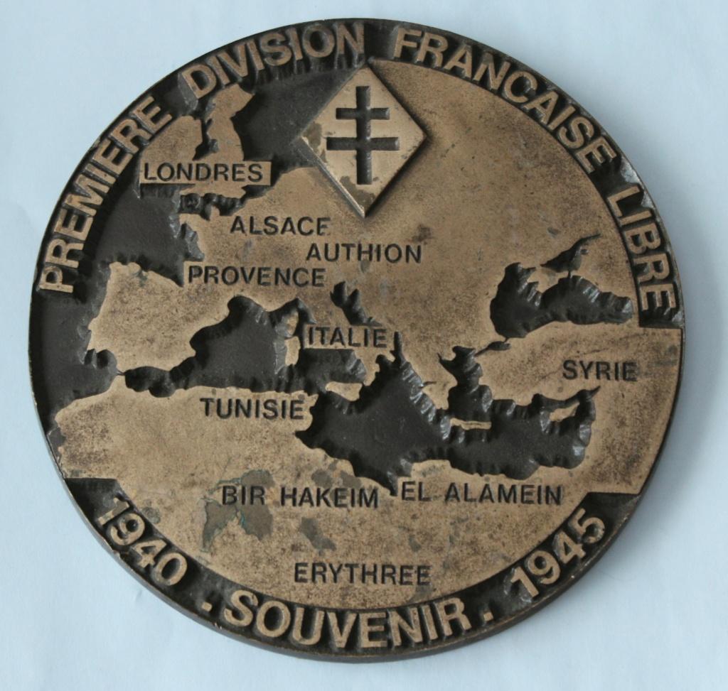 plaque première division française libre souvenir 1940-1945 Premiz10