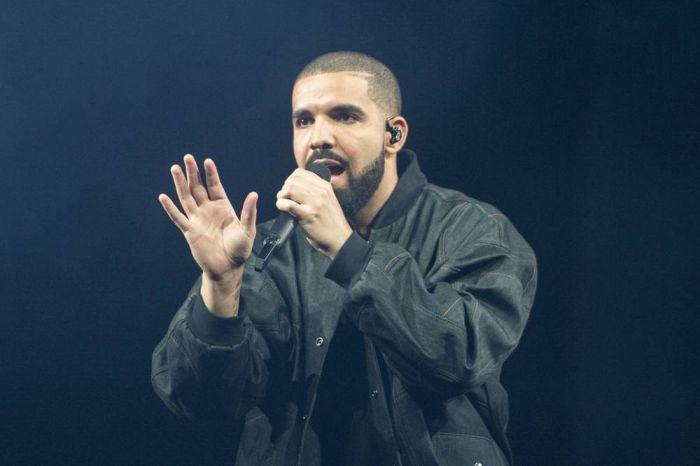 Drake Supports #EndSARS Protest 0712_n12