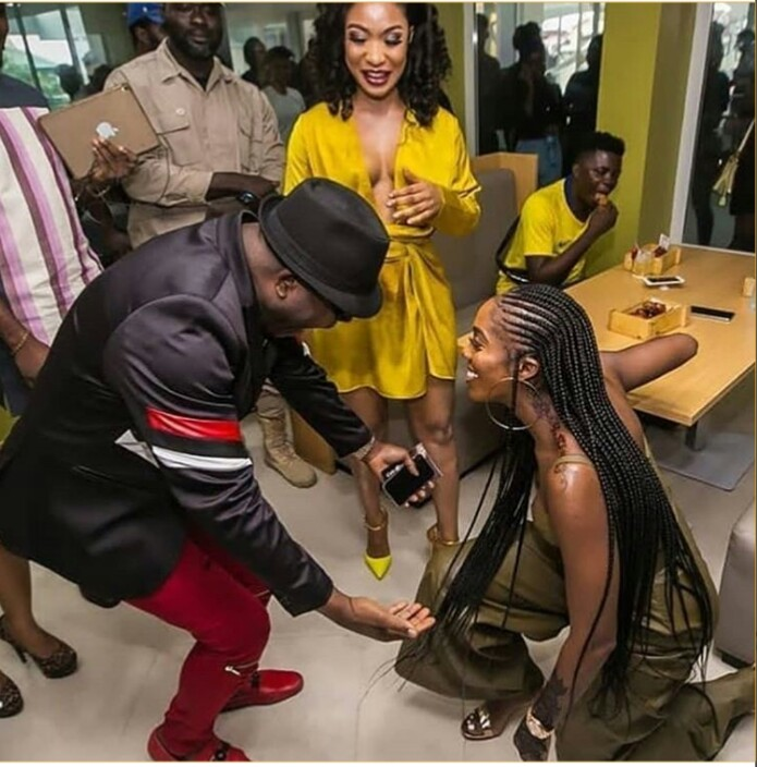 Tiwa Savage Kneels Down To Greet Sir Shina Peters (Photos) 1-12210