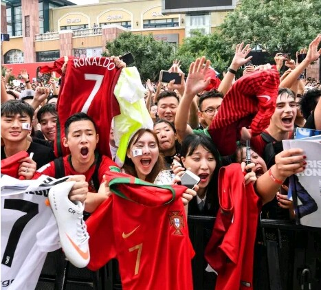 See What Fans Did When They Saw Cristiano Ronaldo In China (Photos) 1-14911