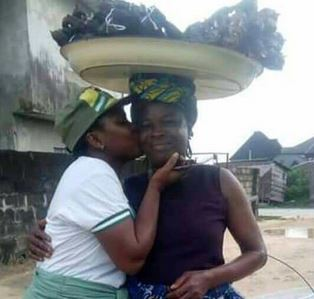Female Corper Shows Off Her Mom Who Sold Fish To Sponsor Her Education 2-11010