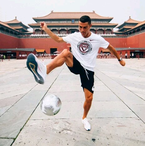 See What Fans Did When They Saw Cristiano Ronaldo In China (Photos) 2-13310