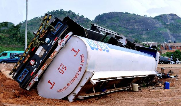 So SAD!! Container Falls Off Truck & Crushes 2 Persons To Death A-8610