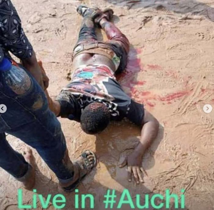 Heartbreaking Video Of Soldiers Opening Fire On #EndSARS Protesters In Auchi Auchi10