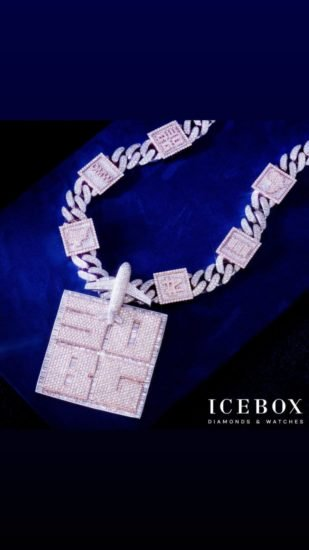 Davido Reveals The Face Of His Son, Ifeanyi On N150Million Customized Diamond Necklace Davi11