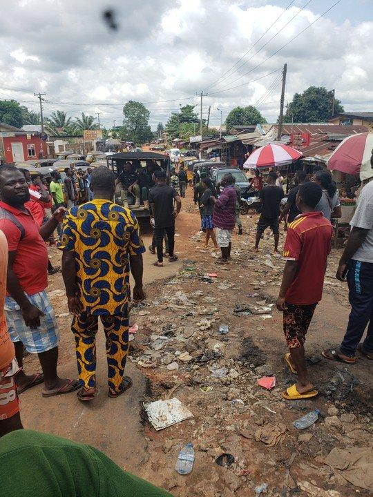 Edo People Defy Obaseki's 24-Hour Curfew, Chase Police Officers Away Edo111