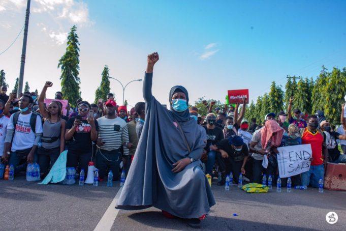 #EndSARS: Kanye West Condemns Police Brutality In Nigeria Ekjahv10