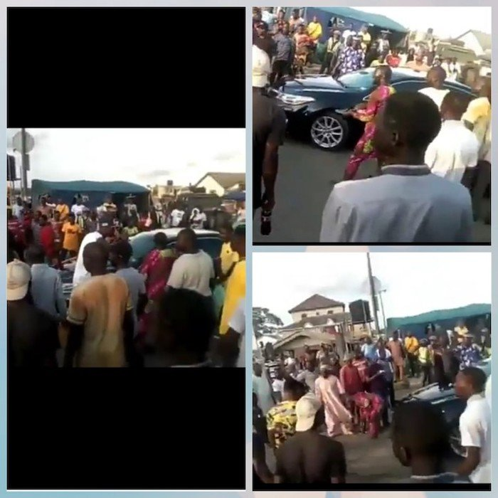 #ENDSARS: Oba Of Epe Sent Back Home As Protesters Block His Convoy Epe10
