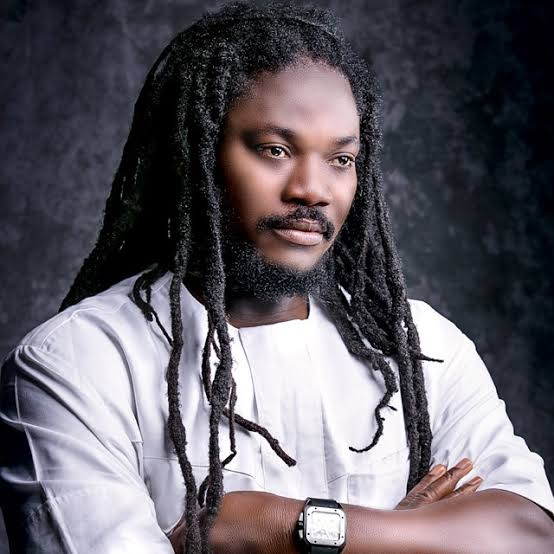 Daddy Showkey Beats Man For Disrespecting Him (Watch Video ) Images15